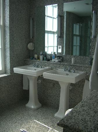 Haymarket Hotel: Lovely Marble Bathroom R211