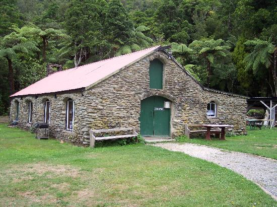 Furneaux Lodge: The Croft - backpacker accomodations
