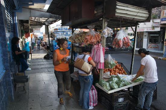 Hotel & Boutique Hojarascas : nearby street scene