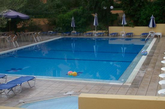 Silvia Apartments: the wonderful pool