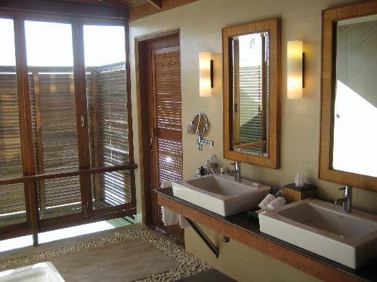 Anantara Veli Maldives Resort: Our standard bungalow