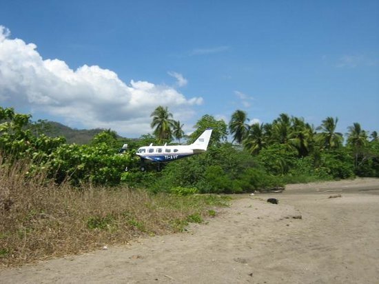 Bahia de los Delfines: Tambor airport and beach