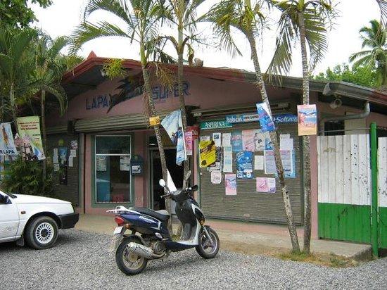 Bahia de los Delfines: Tambor grocery store