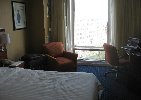 Courtyard Washington, DC/Dupont Circle: Room 619 - corner room