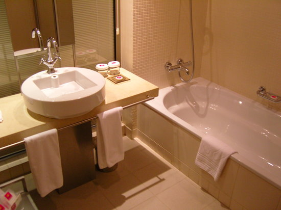 Barut Lara: the bathroom