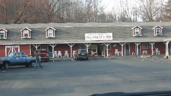 The Valley Inn: Front of the Inn.
