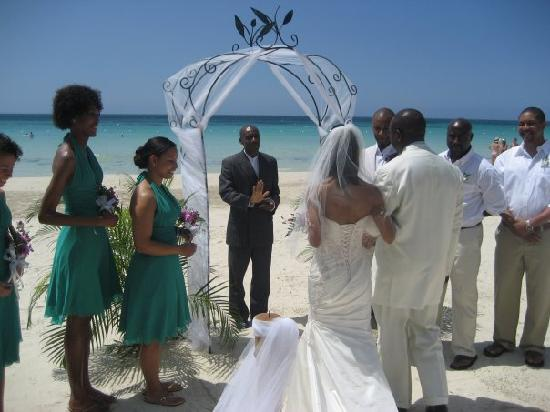 S Swept Away Full Wedding With Bridesmaids And Everything
