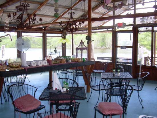 Camellia Street Grill: BEAUTIFULL INSIDE
