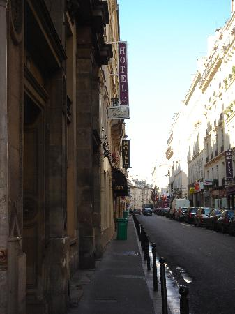 Hotel St. Georges Lafayette: Picture of street hotel is on