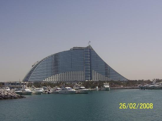 Jumeirah Beach Hotel: JB Hotel from marina
