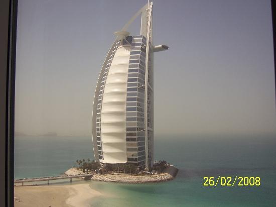 Jumeirah Beach Hotel: View of Burj Al Arab from room