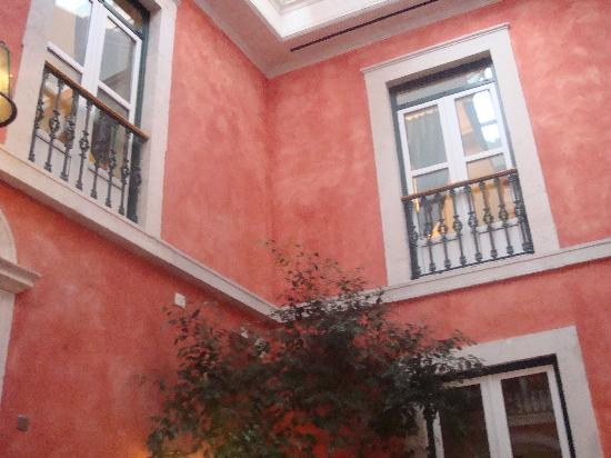 Hotel Real Palacio : Atrium of hotel