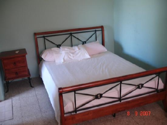 Mont Caribe Guesthouse : sparse but comfy bedroom