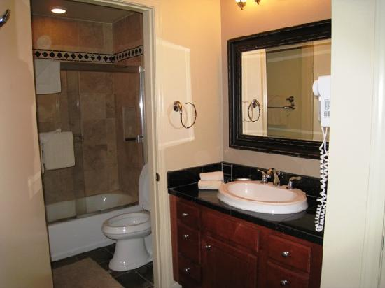 Summit Condominiums: Bathroom