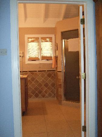 Bel Air Plantation Resort: Spacious bathroom