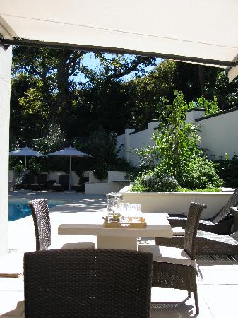Beaumont House: Gardens & Outdoor Seating