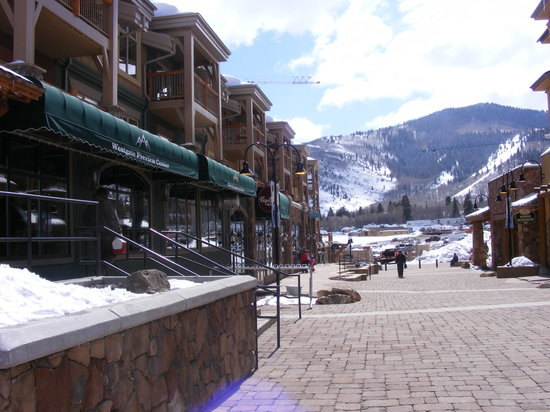 Canyons Village at Park City: To the left once you get off of the Cabriolet
