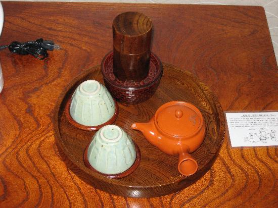 Ryokan Sawanoya: Tea Set in your room