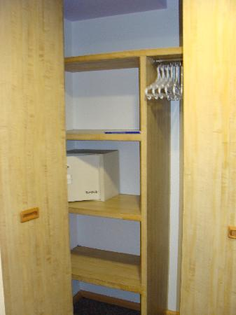 Hotel Royal Reforma: closet with safe