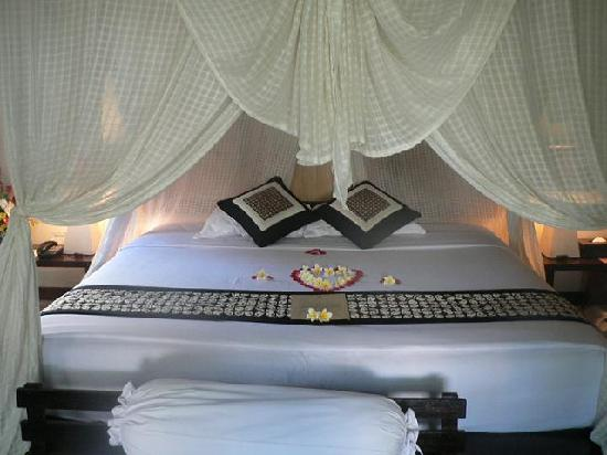 Barong Resort and Spa : The bed