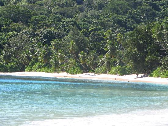 Chez Batista Villas: anse takamaka, plage devant l'hôtel