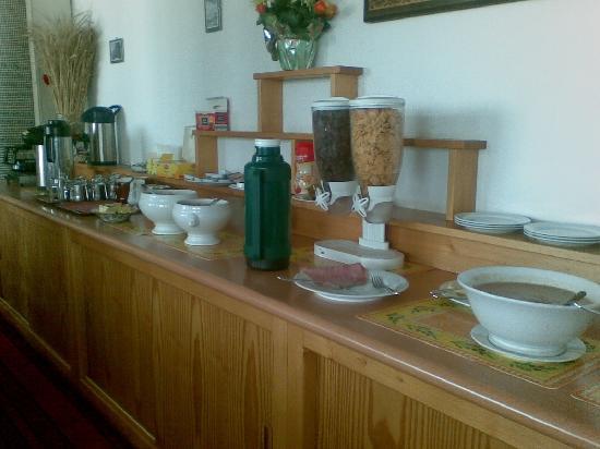 Hotel Carla : Petit déjeuner copieux et très bon, avec vue sur la vallée