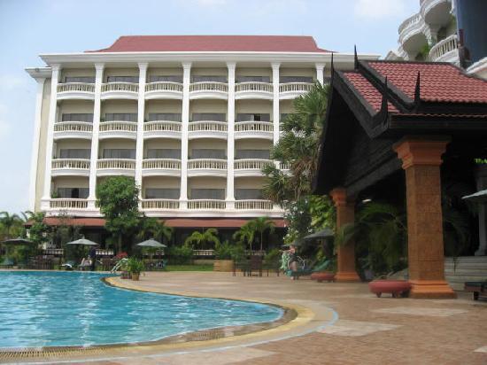 Borei Angkor Resort & Spa: Pool