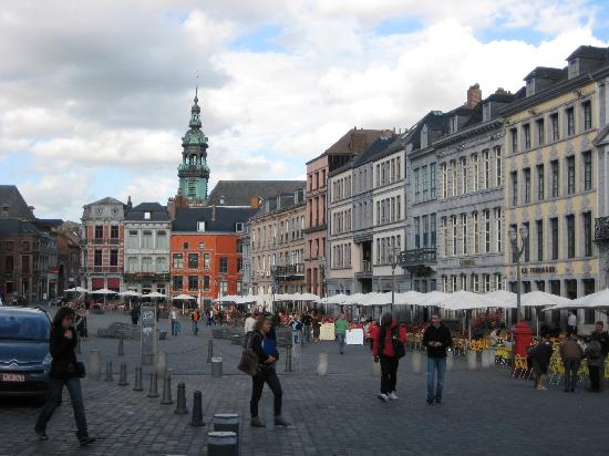 Tournai, Belgique : view of Mons' Grand Place2