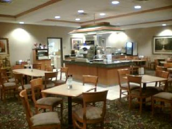 Holiday Inn Express Hotel & Suites Norfolk: Breakfast area
