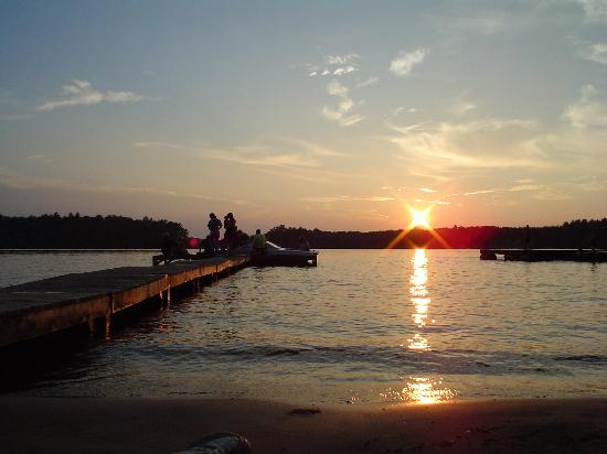 Holiday Acres Resort: A great view of a Northwoods sunset