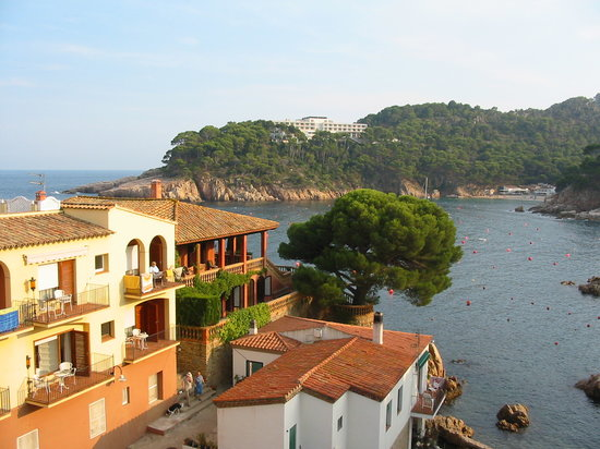 Hotel Aiguablava: walk down to the water