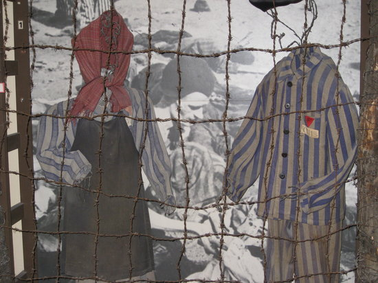 Champigny-sur-Marne, Francia: What the internees had to wear