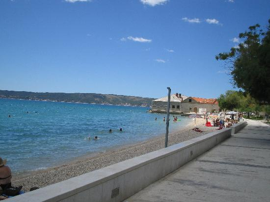 Kastel Novi, Kroasia: Beach within 5 minutes walk