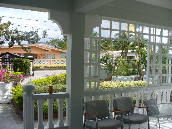 Airport Inn: front porch