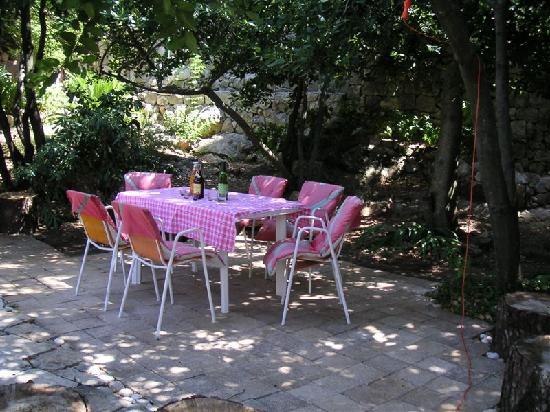 Villa Andro apartments: Garden - dining table