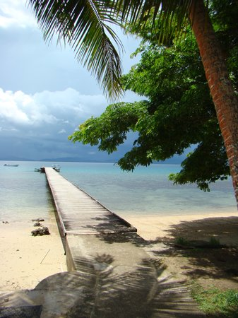 Savusavu, Fidji : the pier at Jean Michel Cousteau Resort