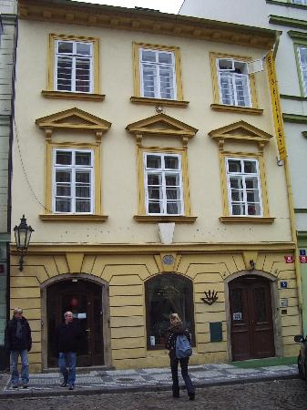 Charles Bridge Bed And Breakfast: The outside