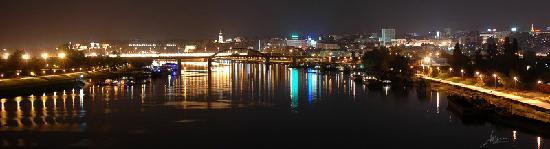 Serbia: Beograd nocu...