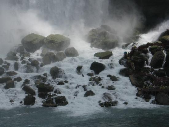 Niagara Falls: Bottom of the Falls