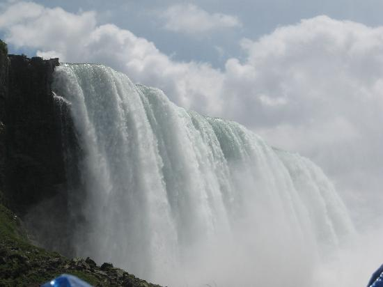 Niagara Falls: Falls from the Maid of the Mist