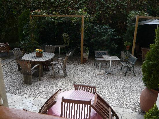 Nice Garden Hotel: view of the garden