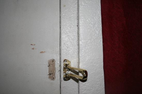 Days Inn Gallup: Broken security latch and blood on the door