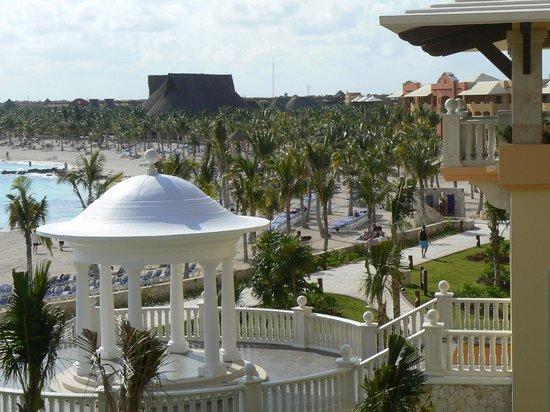 Hotel Barcelo Maya Beach: Vue du Barcelo Palace