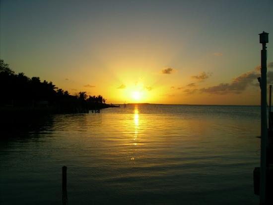 Popp's Motel : Sunset View from Hotel Beach