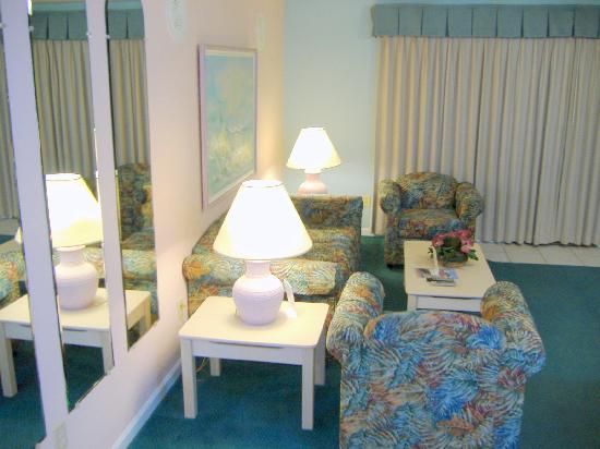 Plantation Resort: Living room in one-bedroom unit
