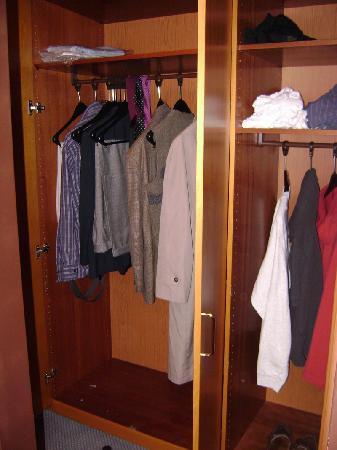 Hotel Aigner: Generously sized closet