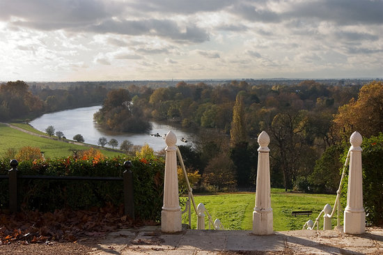 Richmond-upon-Thames, UK : The wonderful view from the top of Richmond Hill