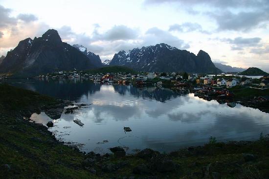 Lofoten Island: Beautiful Reine in Lofoten -2