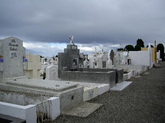 Hotel Isla Rey Jorge: municipal cemetery