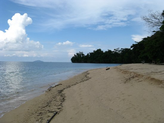 Siladen Resort & Spa : Siladen Beach